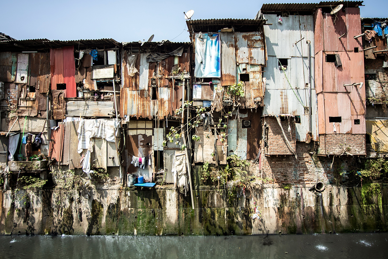 Views of slums on the shores of Mumbai